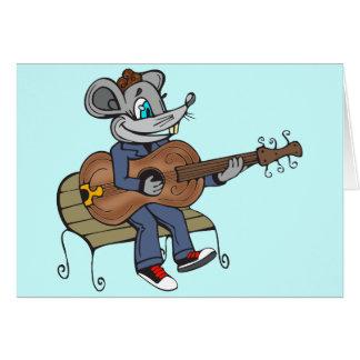 Maus, die Gitarre spielt Karte