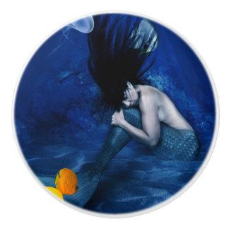 Meerjungfrau, die an der Unterseite des Ozeans Keramikknauf