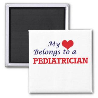 Mein Herz gehört einem Kinderarzt Quadratischer Magnet
