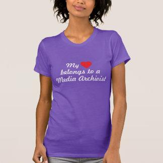 Mein Herz gehört einem Medium-Archivar T-Shirt