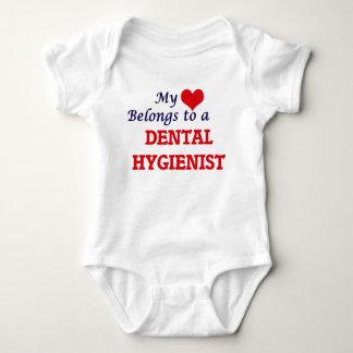 Mein Herz gehört einem Zahnarzthelfer Baby Strampler