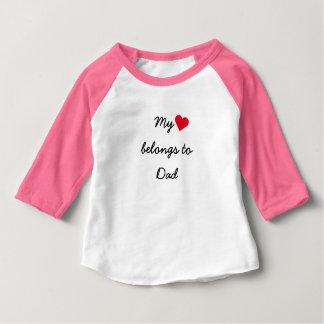 Mein Herz gehört Vati-Mädchen-rosa BaseballRaglan Baby T-shirt