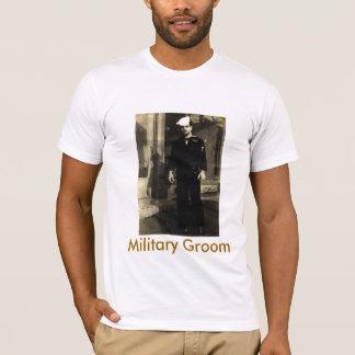 Militär pflegt sich T-Shirt