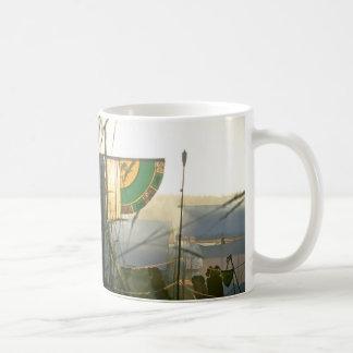 Mittelalterliche Nebel-Fahnen-Fotografie Kaffeetasse