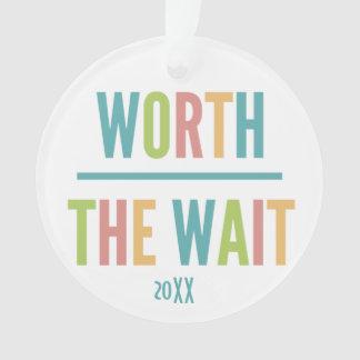 Modern wert die Wartezeit - Adoption, neues Baby Ornament