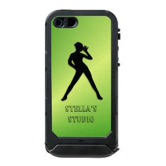 Moderner Tanz-Grün-Gewohnheits-Text Incipio ATLAS ID™ iPhone 5 Hülle