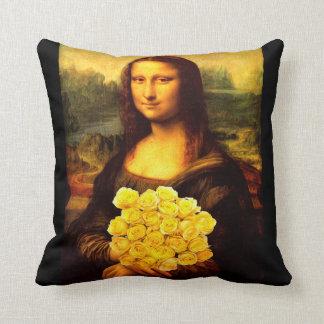 Mona Lisa mit Blumenstrauß der gelben Rosen Kissen
