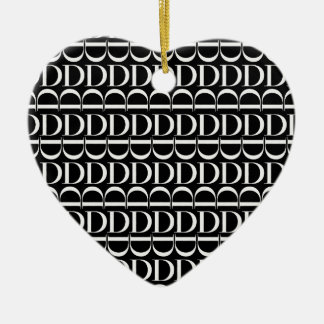 Monogramm-Anfangsmuster, Buchstabe D im Weiß Keramik Ornament
