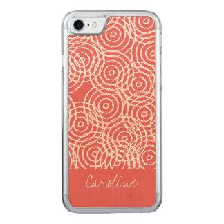 Monogramm korallenrotes rosa Ikat kreist Carved iPhone 8/7 Hülle