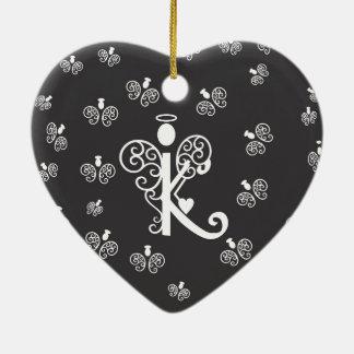 Monogramminitiale des Buchstaben K mit Engeln Keramik Herz-Ornament