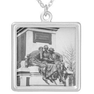 Monument zu Alexandre Dumas Pere Halskette Mit Quadratischem Anhänger