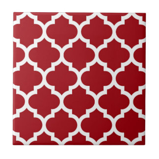 Moosbeerrotes weißes Marokkaner Quatrefoil Muster Kleine Quadratische Fliese