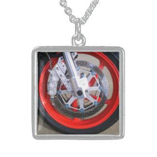 Motorrad-Motorrad-Rad-Rot fasst Foto ein Sterling Silberkette