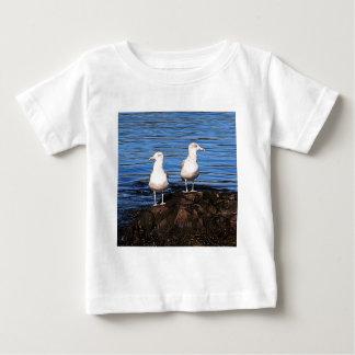 Möven auf den Felsen Baby T-shirt