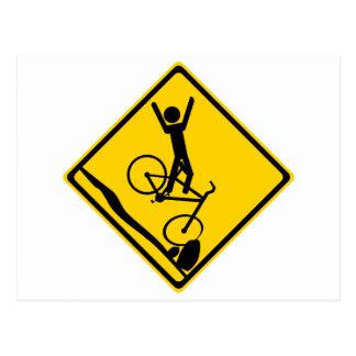 Mtn Radfahrer-Unfalls-Verkehrsschild Postkarte