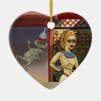 Mummific und Frau Keramik Ornament