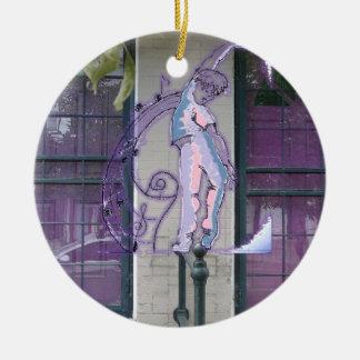 Muse durch die lila Tür-Verzierung Rundes Keramik Ornament