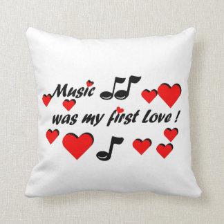 Music was my first Love Kissen