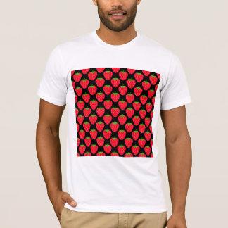 Muster der roten Erdbeeren auf Schwarzem T-Shirt