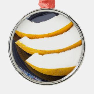 Nachtisch der süßen gelben Melonescheiben Rundes Silberfarbenes Ornament