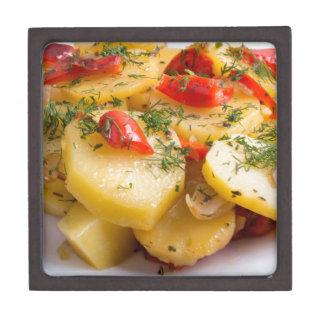 Nahaufnahmeansicht eines vegetarischen Tellers von Schachtel
