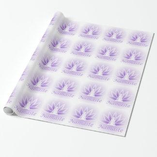 Namaste Yoga-Lotos-Frauen-Blumen-violette Geschenkpapier