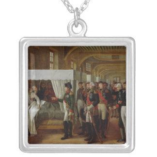 Napoleon, der das Krankenhaus von Invalides besich Halskette Mit Quadratischem Anhänger
