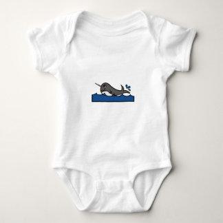 Narwhal Spritzen Baby Strampler