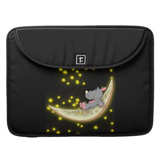Nashorn auf der Mond Macbook Prohülse MacBook Pro Sleeves