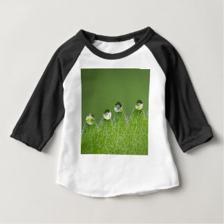Natur-Wasser-Tropfen schließen an kosmisches an Baby T-shirt
