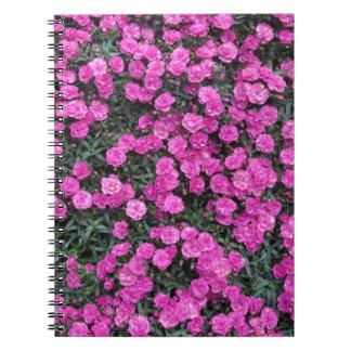 Natürlicher Hintergrund der lila Notizblock
