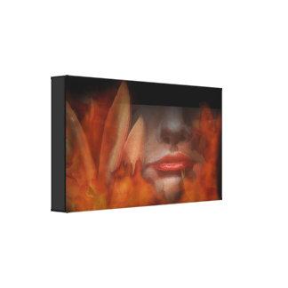 Natürliches Frauen-Erdfeuer eingewickelter Galerie Faltleinwand