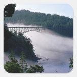 Nebelantriebe unter der Täuschung führen Brücke an Quadrat-Aufkleber