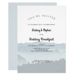 Nebelhafte Berge, die Frühstücks-Einladung Wedding Karte