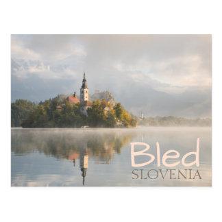 Nebelige ausgeblutete postkarte