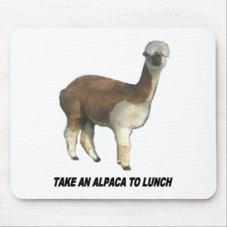 Nehmen Sie ein Alpaka zum Mittagessen Mousepads