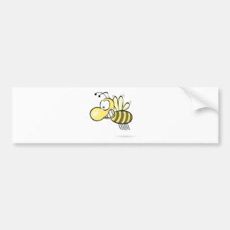 Niedliche Cartoon-Biene, die herum mit Grinsen auf Autoaufkleber