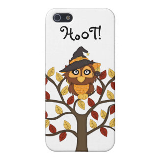 Niedliche Eule, die in einem Baum-Halloween/in iPhone 5 Case