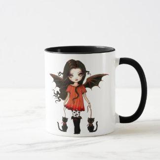 Niedliche Halloween-Tassekleiner Vampire mit Tasse