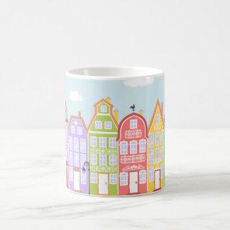 Niedliche Haus-mittelalterliche Kaffeetasse