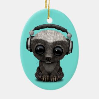Niedliche tragende Kopfhörer Baby-Honig-Dachs-DJ Keramik Ornament