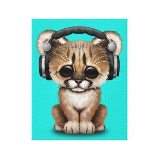 Niedlicher Babycougar-tragende Kopfhörer Leinwanddruck