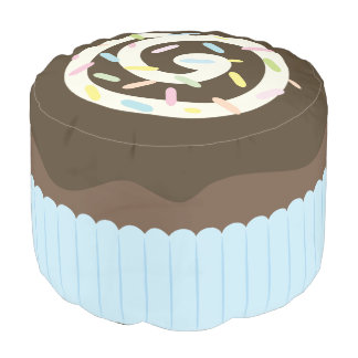 Niedlicher besprühter Schokoladen-kleiner Kuchen Runder Sitzpuff