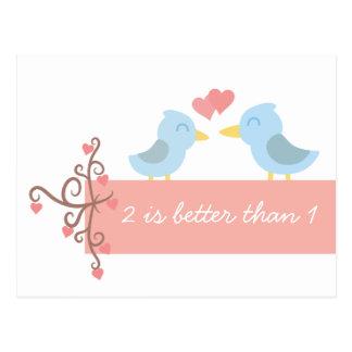 Niedlicher Cartoon eines Paares blauer Vögel in Postkarte