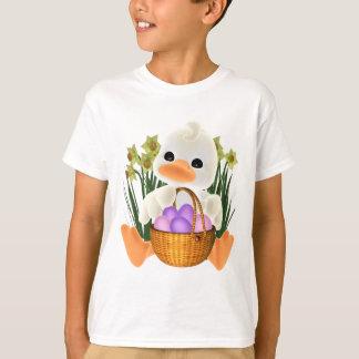 Niedlicher Cartoon Ostern Ducky mit Eiern im Korb T-Shirt