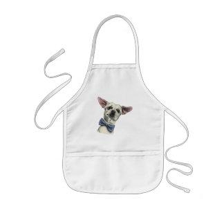 Niedlicher Chihuahua mit dem Kinderschürze