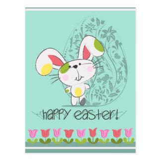 Niedlicher Osterhase mit Tulpen und Osterei Postkarte