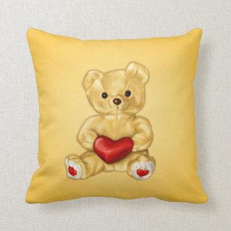 Niedlicher Teddy-BärHypnotist, der ein Herz-Gelb Kissen