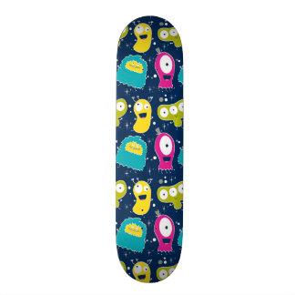Niedliches Außerirdische-Muster Skate Board