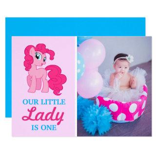 Niedliches blaues rosa Pony-Baby-Mädchen-erstes 12,7 X 17,8 Cm Einladungskarte